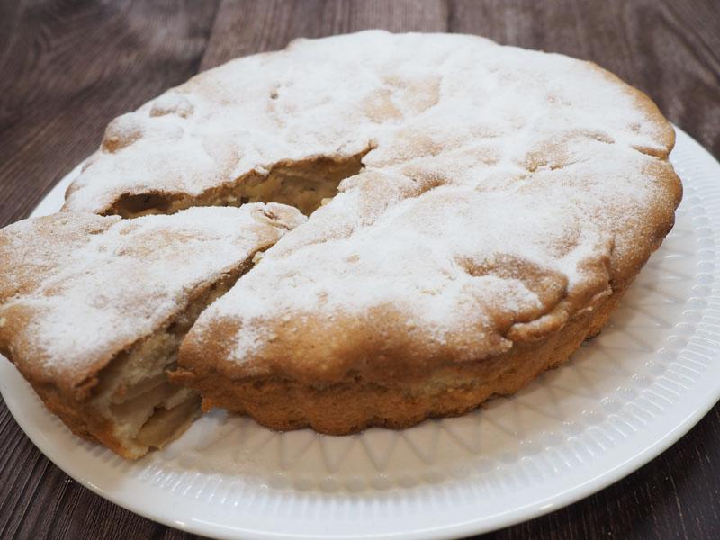 Пышная шарлотка с яблоками в духовке — простой пошаговый рецепт